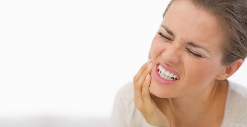 دان درد عصبی نوعی از دندان درد است که ماهیتی خارج از محیط دندان دارد . درد ماهیتی پیچیده دارد. درد فقط یک بعد فیزیکی ندارد و یک انتقال پیام ساده از مبدا (محل درد) به محل تفسیر درد (مغز) نیست.