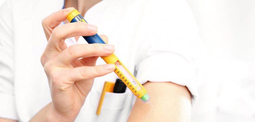 افراد مبتلا به دیابت، بیشتر از دیگران مستعد ابتلا به مشکلات دهانی هستند، باید به دهان و دندانهای خود رسیدگی کنند و به هر نوع تغییر در دهان خود دقیق باشند.
