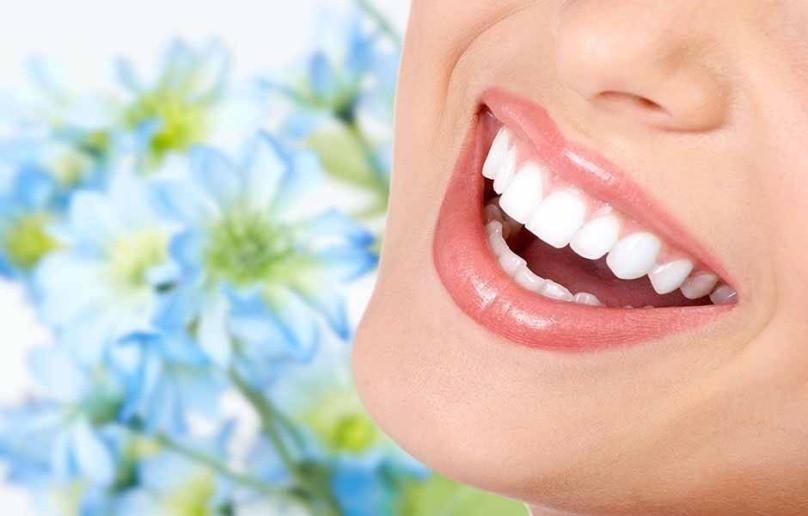 اصلاح طرح لبخند و پروتز دندانی به منظور زیبایی دندان