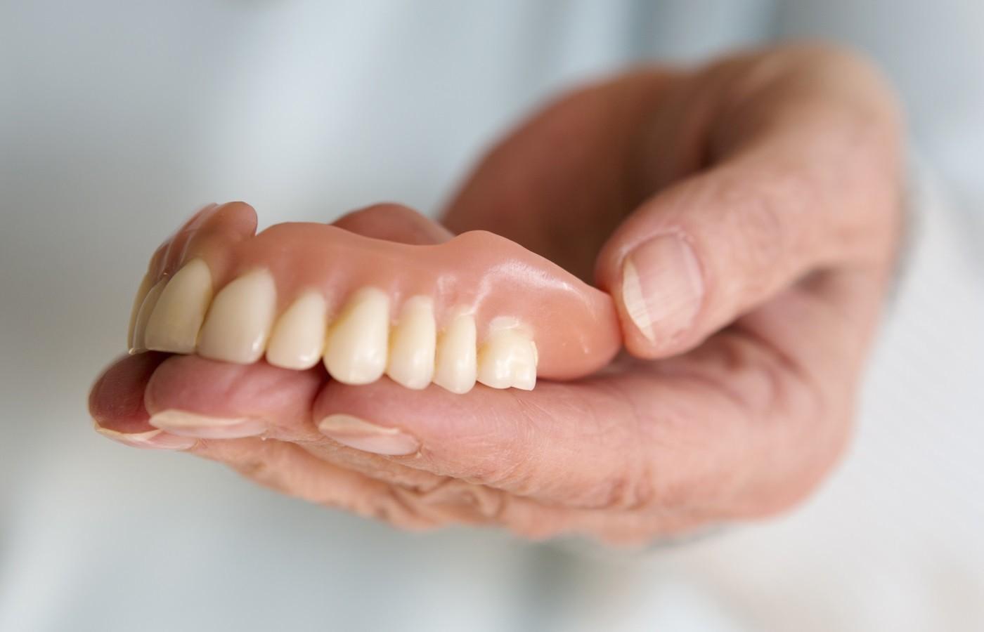 دندان مصنوعی ژله ای چیست